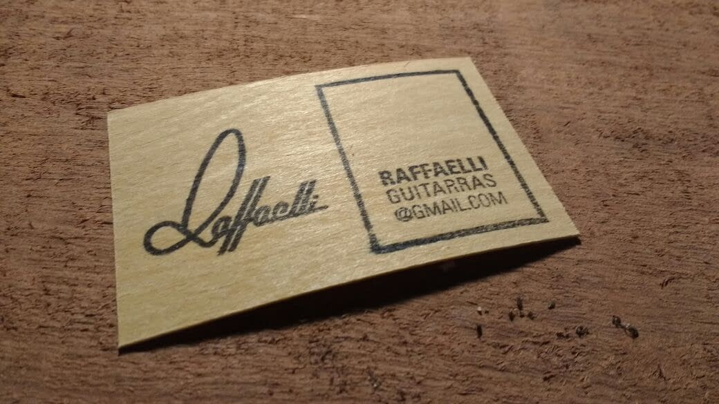Tarjetas de madera para Raffaelli Guitarras