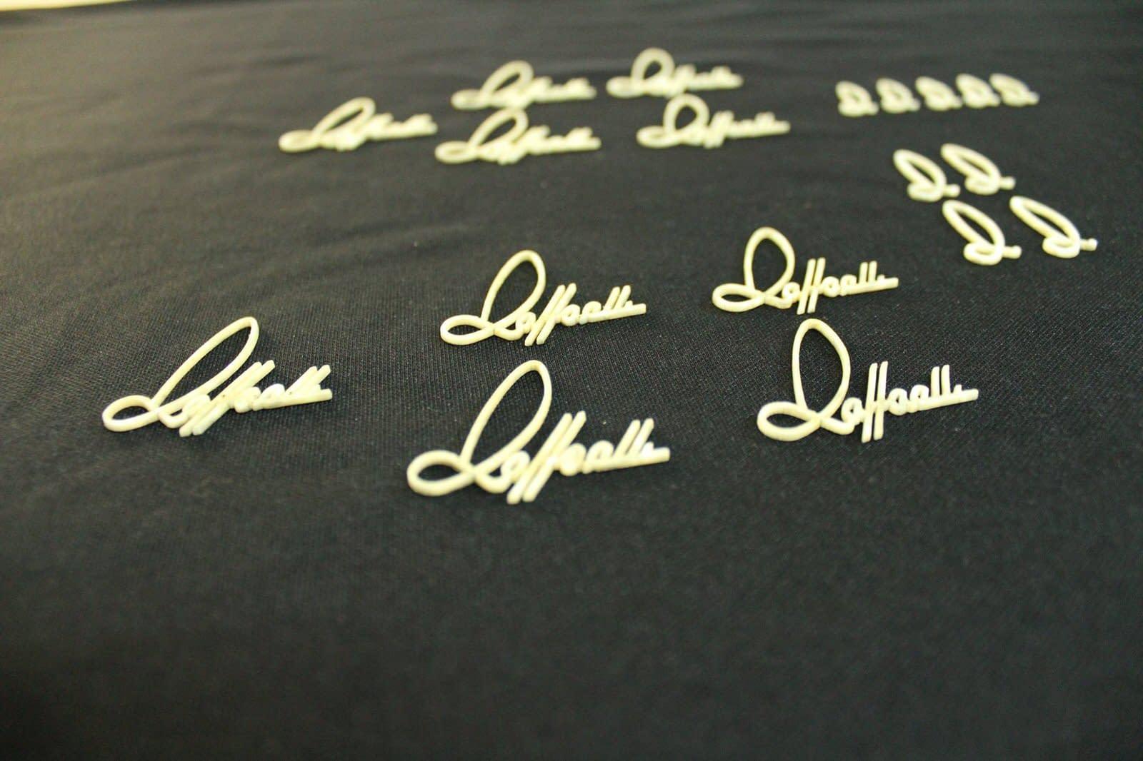 Incrustaciones de isotipo y logotipo de Raffaelli Guitarras en nácar